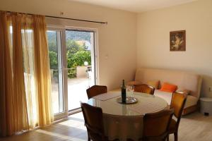 Apartment Vinisce 5229c, Apartments  Vinišće - big - 8