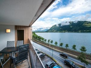 Mountain and Lake XL, Apartments  Zell am See - big - 11
