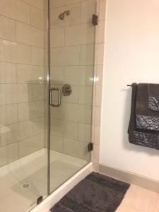 Modern Doral Apt, Апартаменты  Glenvar Heights - big - 9