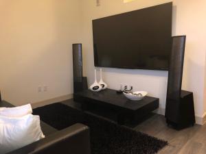 Modern Doral Apt, Apartmány  Glenvar Heights - big - 8