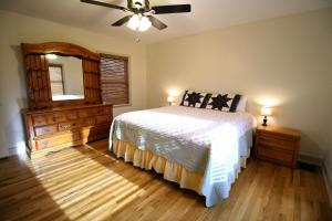 Peach Tree Inn & Suites, Hotel  Fredericksburg - big - 8