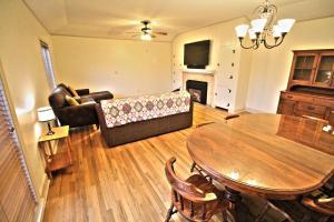 Peach Tree Inn & Suites, Hotely  Fredericksburg - big - 57