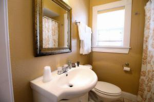 Peach Tree Inn & Suites, Hotel  Fredericksburg - big - 16