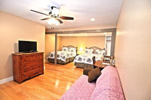 Peach Tree Inn & Suites, Hotel  Fredericksburg - big - 2