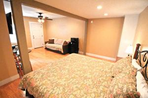 Peach Tree Inn & Suites, Hotel  Fredericksburg - big - 18