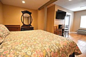 Peach Tree Inn & Suites, Hotel  Fredericksburg - big - 19