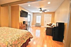 Peach Tree Inn & Suites, Hotel  Fredericksburg - big - 20
