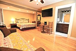 Peach Tree Inn & Suites, Hotel  Fredericksburg - big - 21