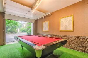 William Castle's Home Party Villa, Ville  Chongqing - big - 2