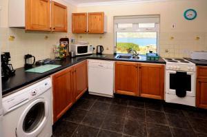 Cottage 101 - Moyard, Holiday homes  Letterfrack - big - 21