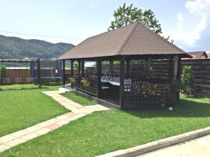 Pensiunea Camena, Penzióny  Piatra Neamţ - big - 49