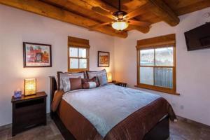 2 Bedroom - 10 Min. Walk to Plaza - Kiva, Holiday homes  Santa Fe - big - 5