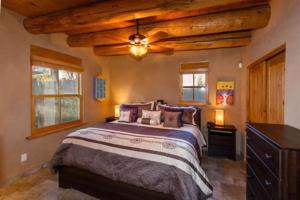 2 Bedroom - 10 Min. Walk to Plaza - Kiva, Holiday homes  Santa Fe - big - 8