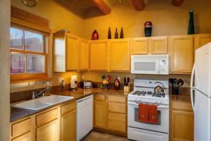 2 Bedroom - 10 Min. Walk to Plaza - Kiva, Holiday homes  Santa Fe - big - 9