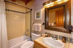 2 Bedroom - 10 Min. Walk to Plaza - Kiva, Holiday homes  Santa Fe - big - 16