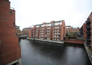 Luxury 2 Bed Apartment Docklan..