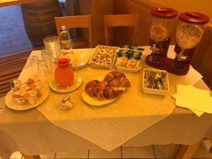 Borgonuovo, Hotels  Marene - big - 37