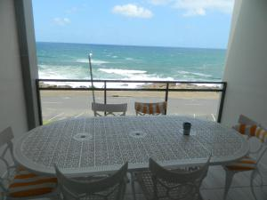 19 Two-Bedroom Apartment Sea View - Top Floor