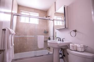 ★ Beachfront 2-Story Home ★ 3 Baths ★