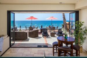 Gorgeous Eight Bedroom Oceanfront Home E693-0