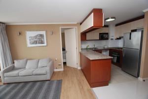 Two-Bedroom Apartment with Sea View (5 Adults)