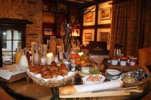 Les Freuberts B&B, Bed & Breakfasts  Landivy - big - 27