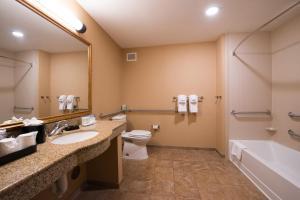 King Room with Accesible Bath Tub - Non-Smoking