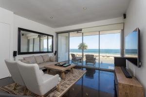 3b Luxury Beachfront House Per..