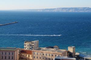 T1 Vue Panoramique Mer & Iles Frioul, Apartments  Marseille - big - 48