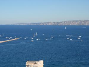 T1 Vue Panoramique Mer & Iles Frioul, Apartments  Marseille - big - 57