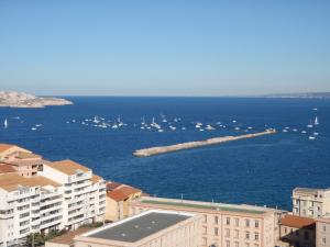 T1 Vue Panoramique Mer & Iles Frioul, Apartments  Marseille - big - 27