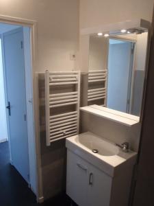 T1 Vue Panoramique Mer & Iles Frioul, Apartments  Marseille - big - 73