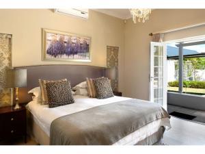 Luxury Manor Room