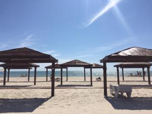 Oasis Beach Club, Szállodák  Lazurne - big - 25