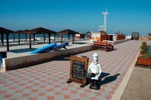 Oasis Beach Club, Szállodák  Lazurne - big - 23