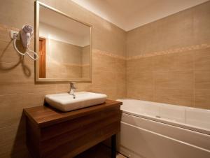 Sky Hotel, Отели  Орадя - big - 4