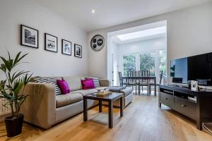 Entire Home in Islington sleeps 4 with garden, Апартаменты  Лондон - big - 1