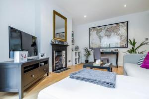 Entire Home in Islington sleeps 4 with garden, Апартаменты  Лондон - big - 24