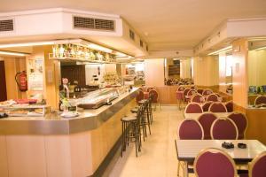 Hotel Tibur, Hotely  Zaragoza - big - 30