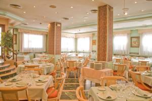 Hotel Tibur, Hotely  Zaragoza - big - 34