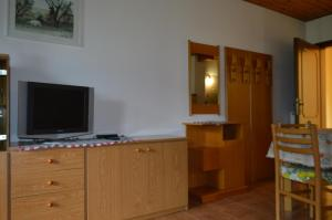Casa Collini, Apartments  Pinzolo - big - 59