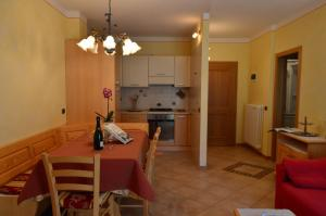 Casa Collini, Apartments  Pinzolo - big - 78