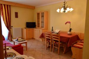 Casa Collini, Apartments  Pinzolo - big - 80
