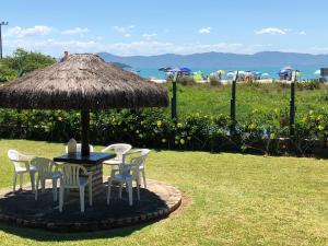 Villa das Alamandas, Holiday homes  Florianópolis - big - 1