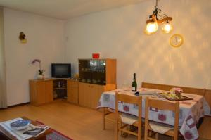 Casa Collini, Apartments  Pinzolo - big - 84