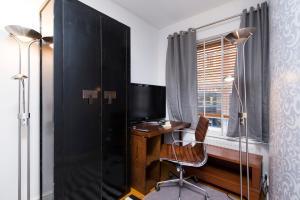 Mews House in Popular Earls Court, Апартаменты  Лондон - big - 4