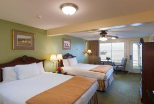 Oceanside Queen Room with Two Queen Beds with Balcony