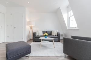 Soho Duplex Apartment by BaseT..