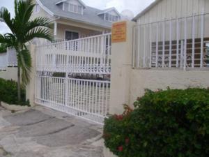 Club Caribbean Court Apartments
