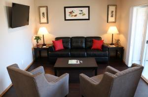 Autumn Leaf Furnished Apartments